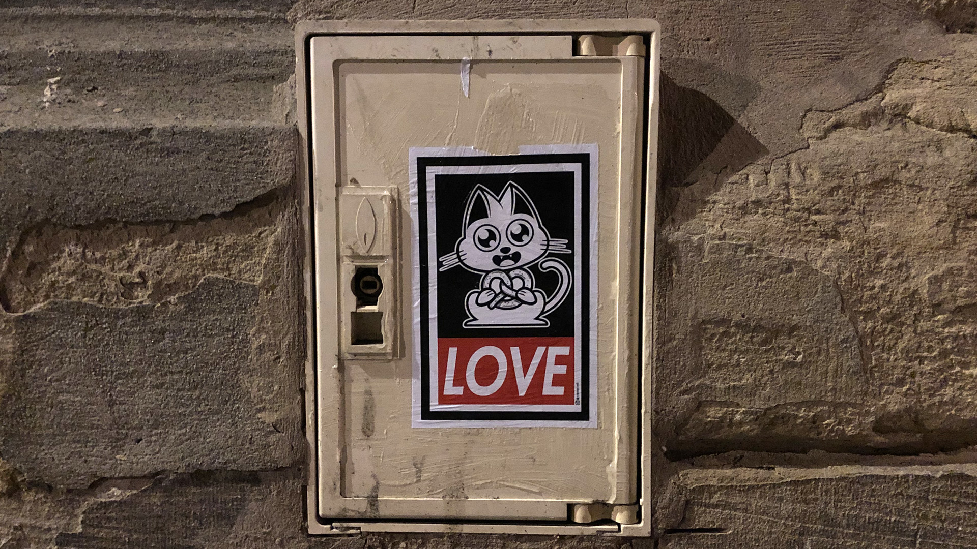 Supacat Bretzel LOVE - Supacat Street Art à Strasbourg